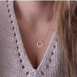 Gold Chain Circle Pendant Necklace
